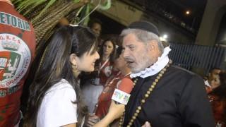 Carnaval 2014: Raul Gazola se distrai com seios da Mulher Melão