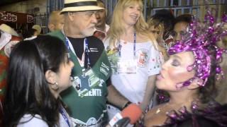 Carnaval 2014:Suzana Vieira manda beijinho no ombro na concentração da Grande Rio